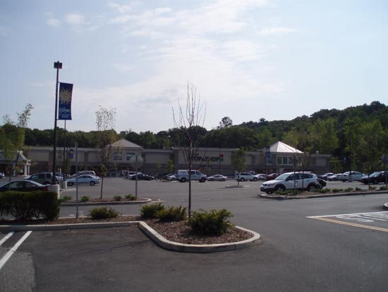 Thanks to the Southbury Green management for permitting the community the use of the green, sidewalk s and pavilion for families with strollers, people relaxing, kids learning how to ride bikes on the sidewalks, and seniors listening to music! What a great way to create a sense of community and welcome people to your shopping center!/5(23).